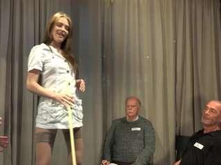 Порно онлайн старых мужиков с молодыми девушками