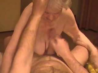 Смотреть порно бабушки с отвисшими сиськами