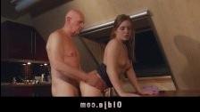 Внучка побрила хуй деду чтобы отсосать и трахнуться