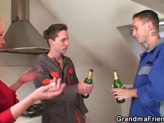 Порно видео две бабы в чулках с большими сиськами с