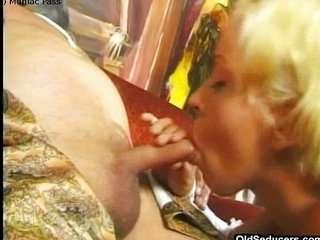 Дед трахает блондинку порно