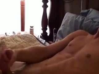 Порно две бабы дрочат мужику член