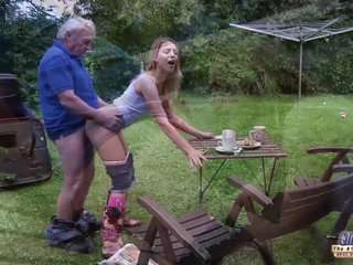 Дед лижет внучке онлайн