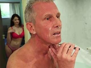 Старые трахают молодую в бане видео