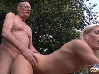 Дедушка трахает внучку во все дырки