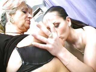 Cмотреть онлайн порно бабушки лесбиянки