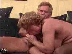 Парно секс бабушка трахаеться с дедом
