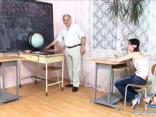 Парнуха учительница и ученики старые фильмы смотреть