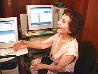 Бабушки любят пососать член