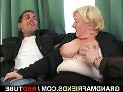 старик ласкает молоденькую порно