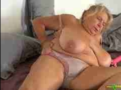 Видео сиськи старой бабушки