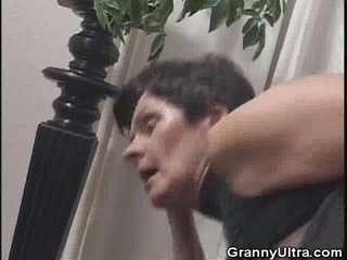 Бабушки кончают в рот