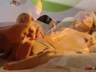 Ебля влохматуюпизду бабы всауне