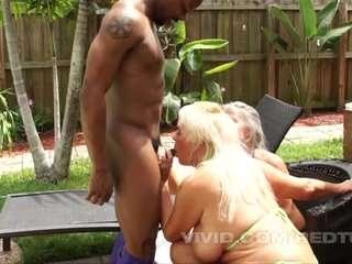 Секс в доме престарелых ебут ума лешоных бабушек порно
