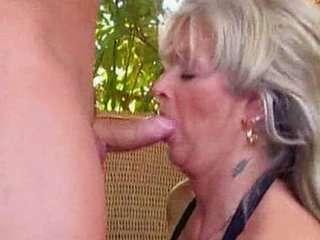Как ебут старых бабушек порно.