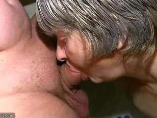 Жирные бабушки сосут члены тяжелые эротика.
