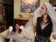 Зрелая клубничка старые женщины